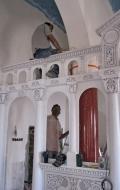 Installation process of red scagliola columns ( 2 / 2 )